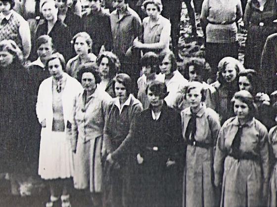 die Dame in weis - Frau Eisfelder, Leiterin der Einrichtung
