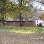 Blick über die Garagen zum Helenhaus